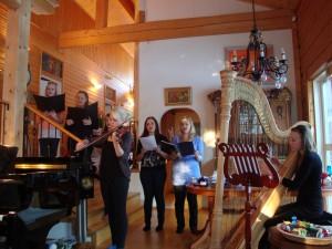 "Viesošanās pei kora ""Volare"" diriģentes Mariannes Murtoniem Visiting conductor of choir ""Volare"" Marianne Murtoniemi"