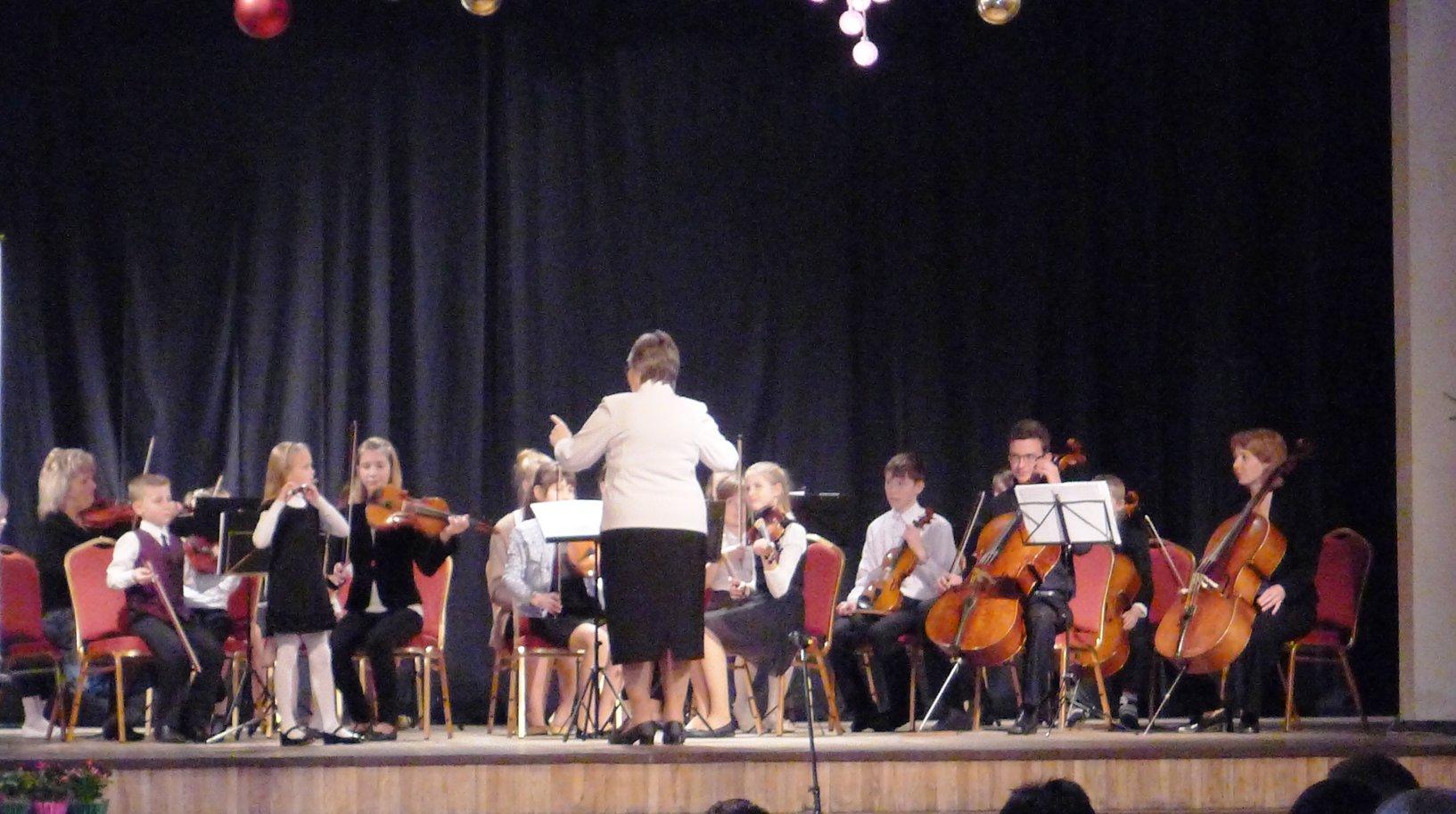 Mūsu kamerorķestris gatavojas XI  Latvijas Skolu jaunatnes dziesmu un deju svētkiem 2015.
